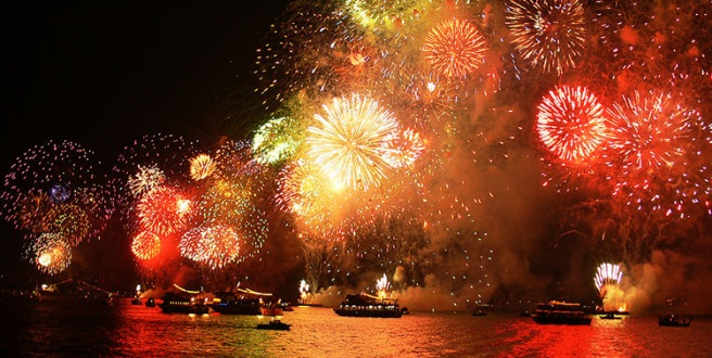 public-holiday-fireworks-istanbul